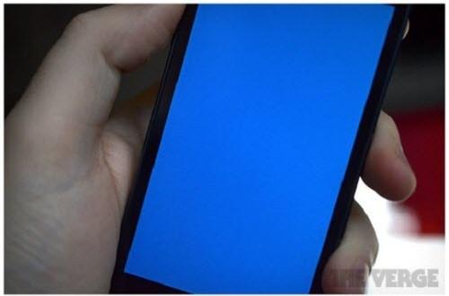 Hàng loạt iPhone dính lỗi màn hình xanh