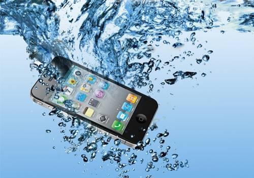 Làm gì khi điện thoại bị vô nước? - 1