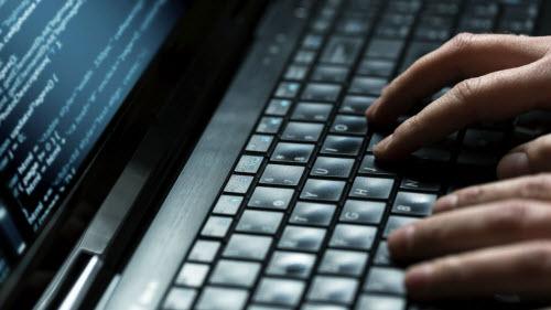 Chàng trai 17 tuổi hack 50.700 máy tính từ lỗ hổng của Adobe - 1
