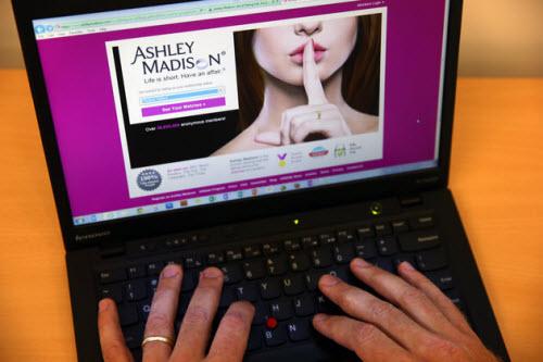 """Những con số """"khủng"""" trong vụ hack website hẹn hò AshleyMadison - 1"""