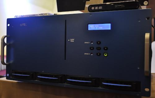 Hệ thống lưu trữ hàng chục Terabyte dữ liệu vĩnh cửu - 2