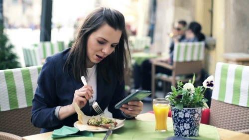 Những thói quen nên từ bỏ khi dùng smartphone - 3